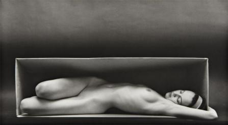 En la caja - Ruth Bernhard