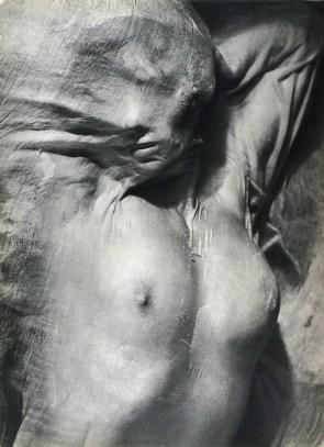 Desnudo bajo un velo mojado - Erwin Blumenfeld