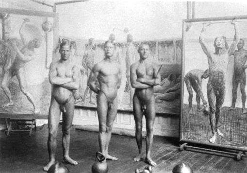 Tre-atleti-in-posa-nellatelier-di-Eugène-Jansson-1911-ca