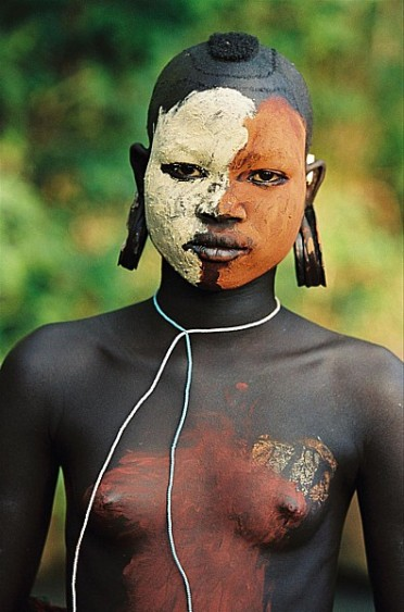 omo valley woman wiht two toned face hans silvester.jpg