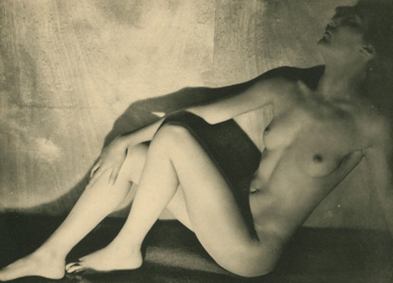 germaine-krull12-etude-de-nu-1930-via-artizar.jpg
