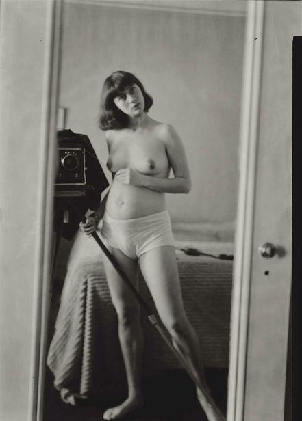 autorretrato desnudo en el espejo.jpg