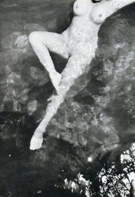 leonor-fini-biographie-photos-1933c-trieste-foto Henri Cartier-Bresson.jpg
