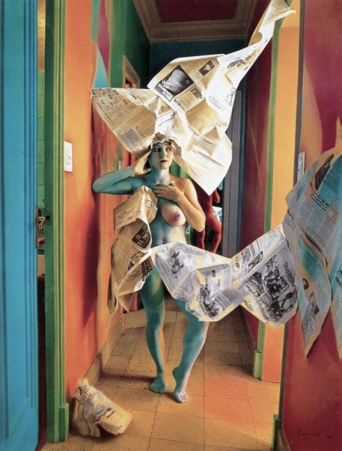 ouka-leele-desnudo-con-periodicos-28.jpeg
