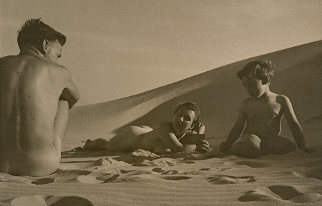Max_Dupain_On-the-beach.-Man-woman-boy-19381.jpg