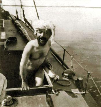 Toulouse Lautrec desnudo a bordo de un yate.jpg